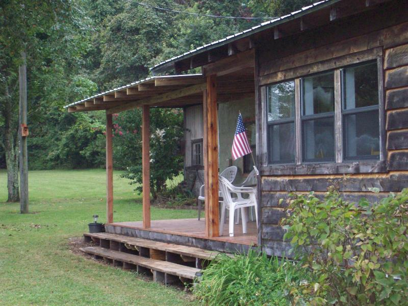 Cedar Rock Lodge, holiday rental in Parthenon