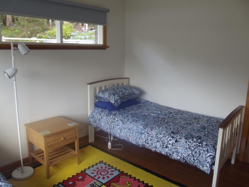 Fin de dormitorio, tiene provisión para 2 colchones de cama deslizante extra