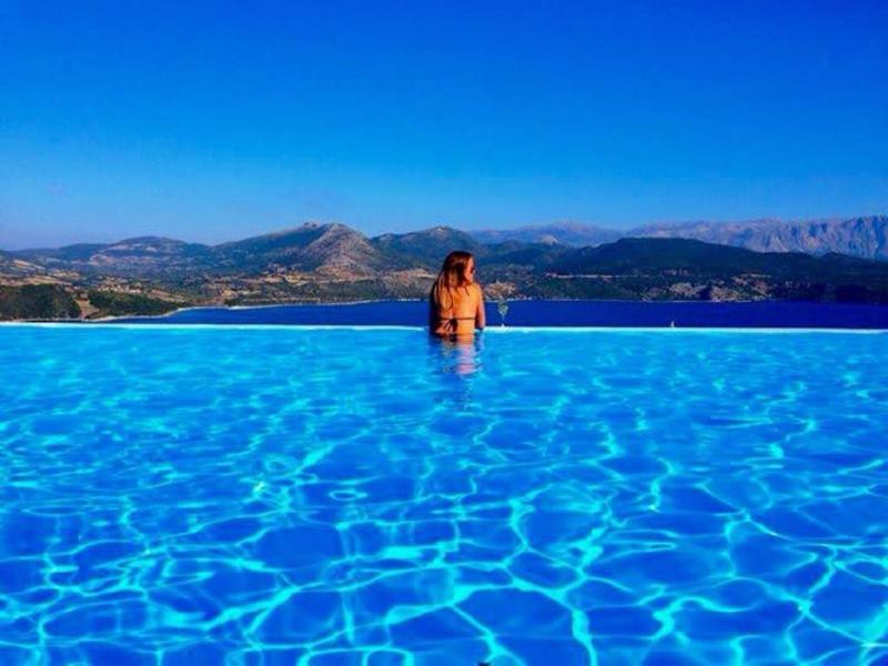 ESCAPE TO REAL PARADISE FOR UNIQUE VACATIONS !!!!!, holiday rental in Episkopos