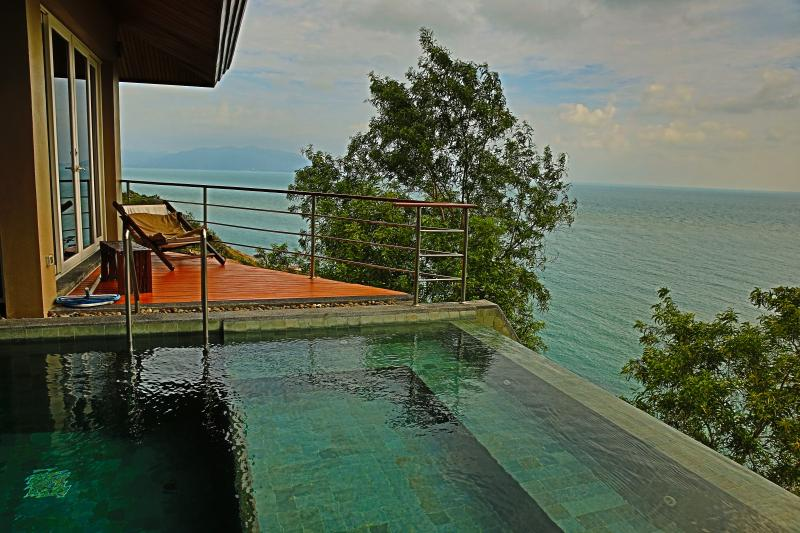 Looking over the pool with a SPA to Koh Phan Gang