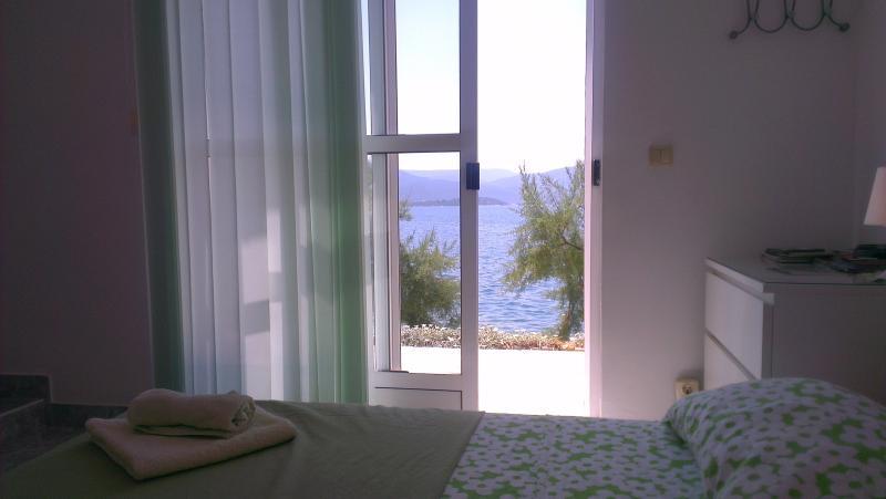 Você pode desfrutar do mar vista de você está o quarto em nosso apartamento de arrendamentos de férias