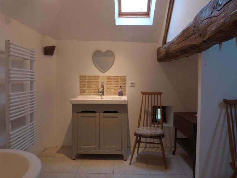 Ensuite to Bedroom with 2 single beds