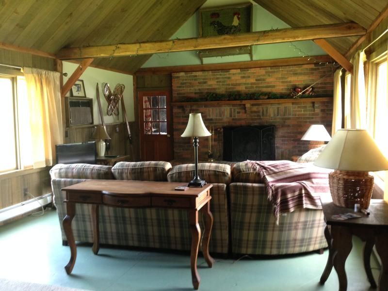 Great room TV, Firepl, Air conditioned, back porch grilling