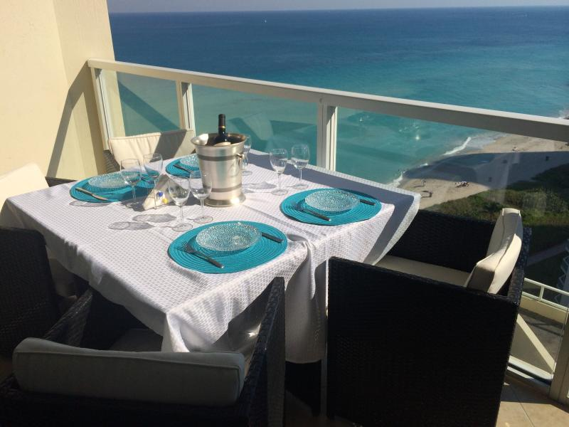 Luxury On the Beach  La Perla STR-00234, location de vacances à Sunny Isles Beach