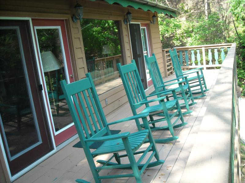 Great  rates - stay in an authentic alpine chalet !, vacation rental in Gatlinburg
