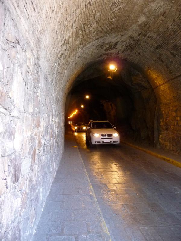 Túneles de una vez para las aguas residuales para el tráfico.