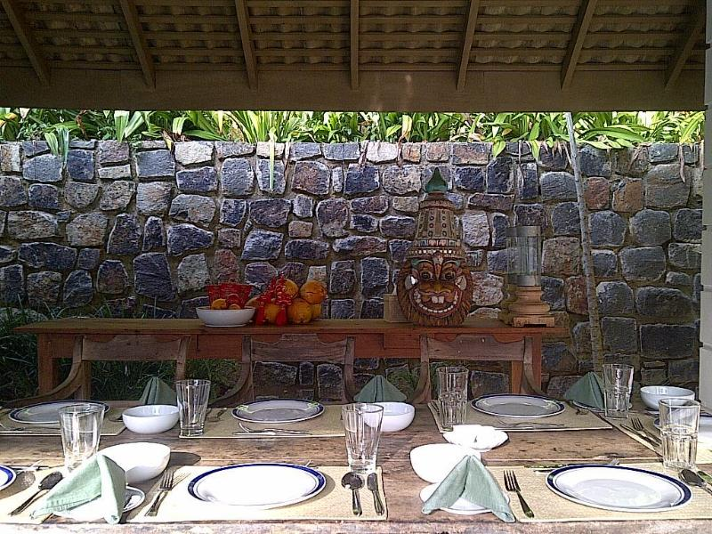 Am Pool Restaurants Pavillon, die 8 bequem, aber bis zu 12 mit extra Tisch und Stühlen Sitze.