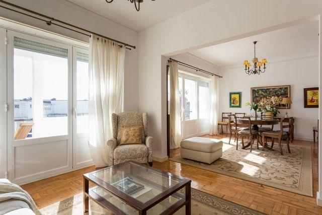 Carcavelos - Holiday Beach Apartment, Ferienwohnung in Paco de Arcos