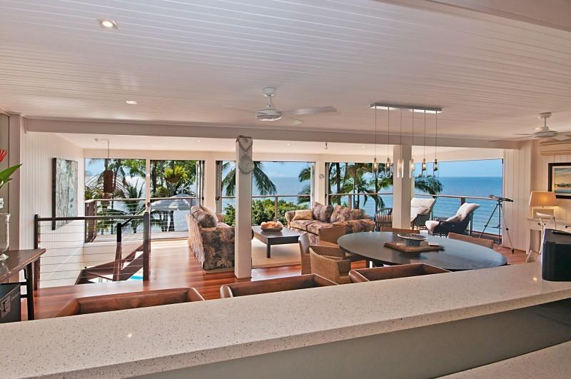 Beachfront with magic views over the Coral Sea, vacation rental in Port Douglas