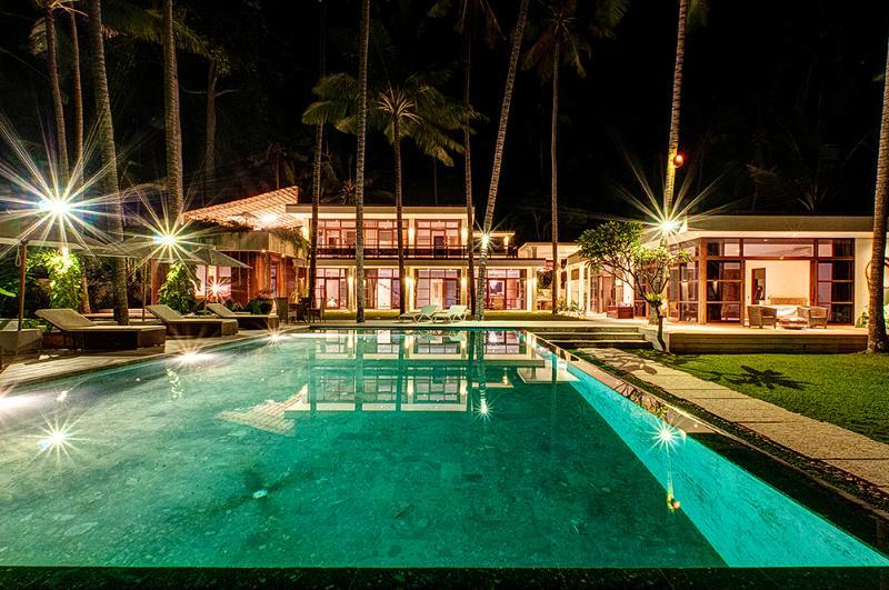 Villa Gita Segara, Beachfront 4 bedroom, Candidasa, location de vacances à Tenganan
