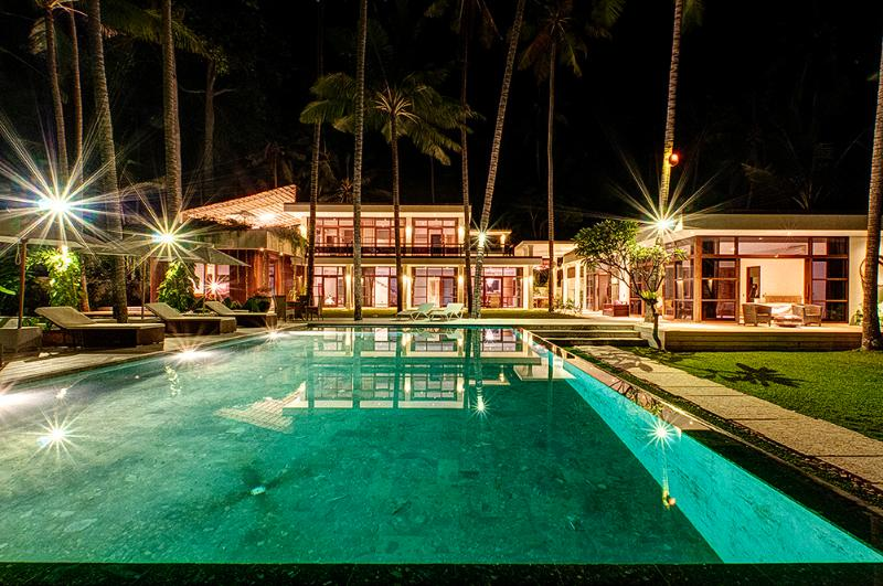 Villa Gita Segara, Beachfront 4 bedroom, Candidasa, holiday rental in Karangasem
