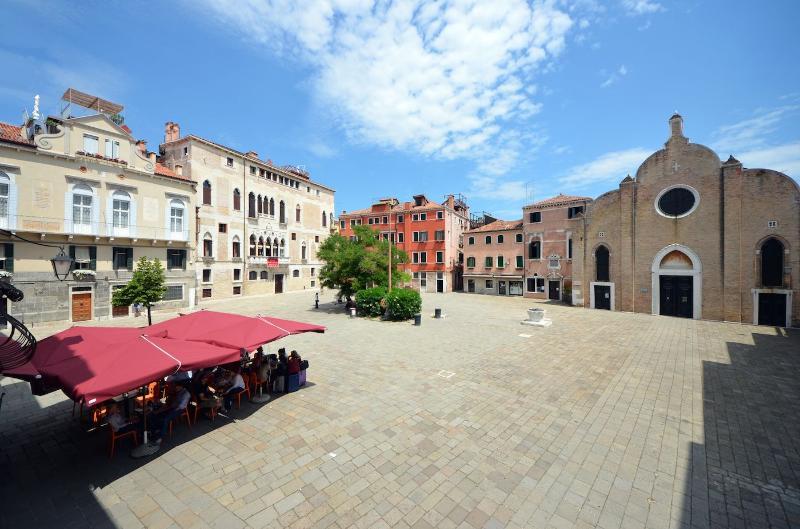 Bragora - truly Venetian home with great view, casa vacanza a Città di Venezia