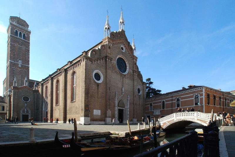 Foscarina surroundings: only 50 meters away from the Frari Church