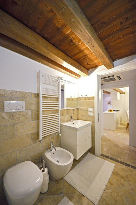 nice bathroom with bathtub and shower screen