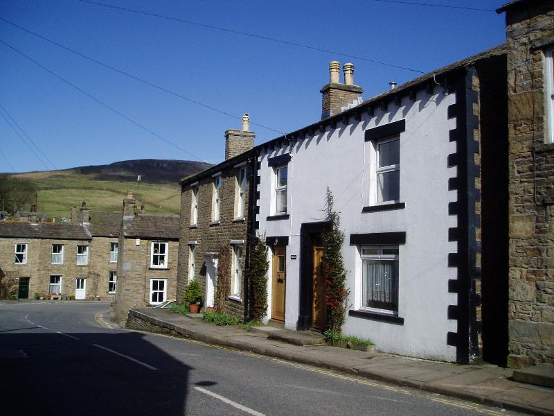 The cottage faces west towards the head of Wensleydale
