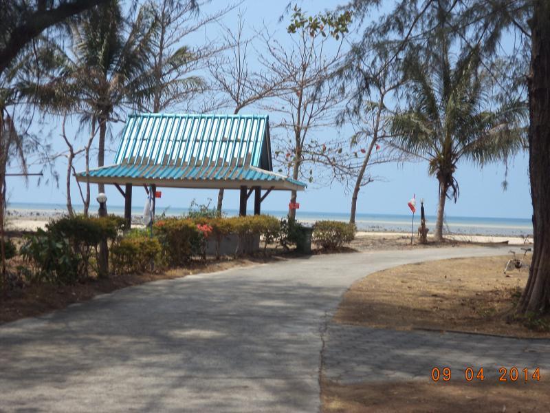 Piccolo bar ristorante sulla spiaggia 400 metri