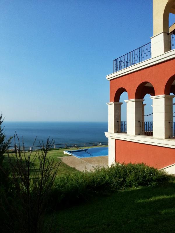 Il cielo azzurro e il Mar Nero