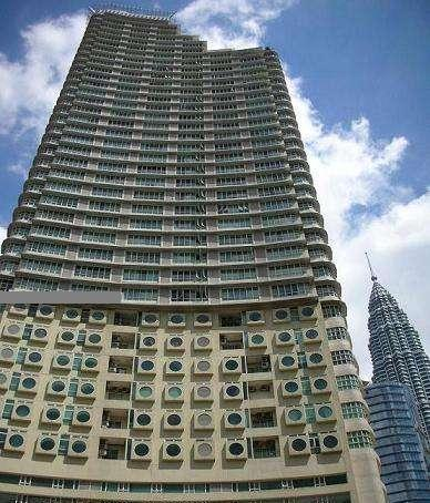 Parkview Services Apartment foots away from the iconic twin towers