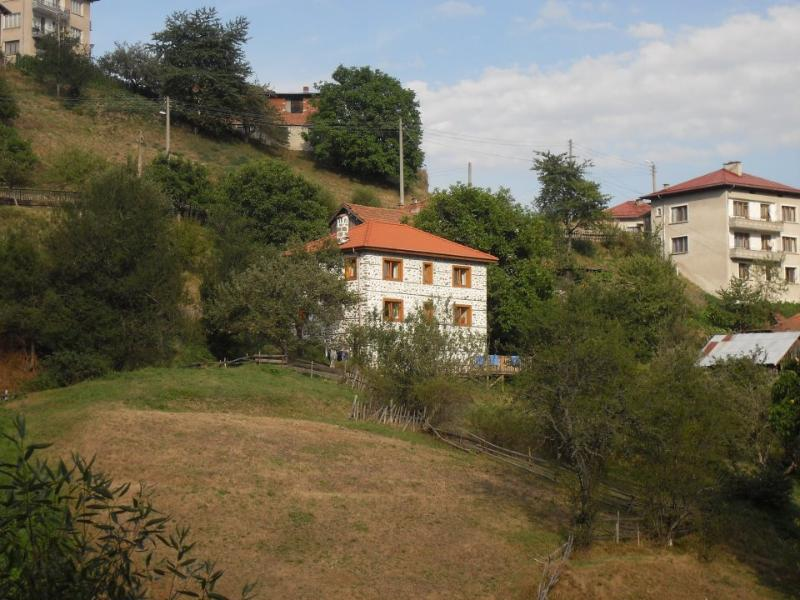Traditional detached village house in Kutela, vacation rental in Smolyan Province