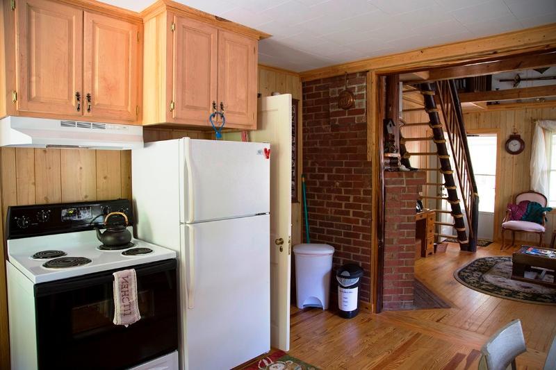 Kitchen stove & refridgerator
