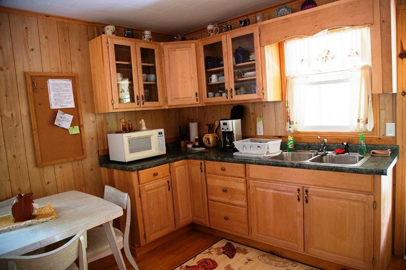 Kitchen sink & cupboard area