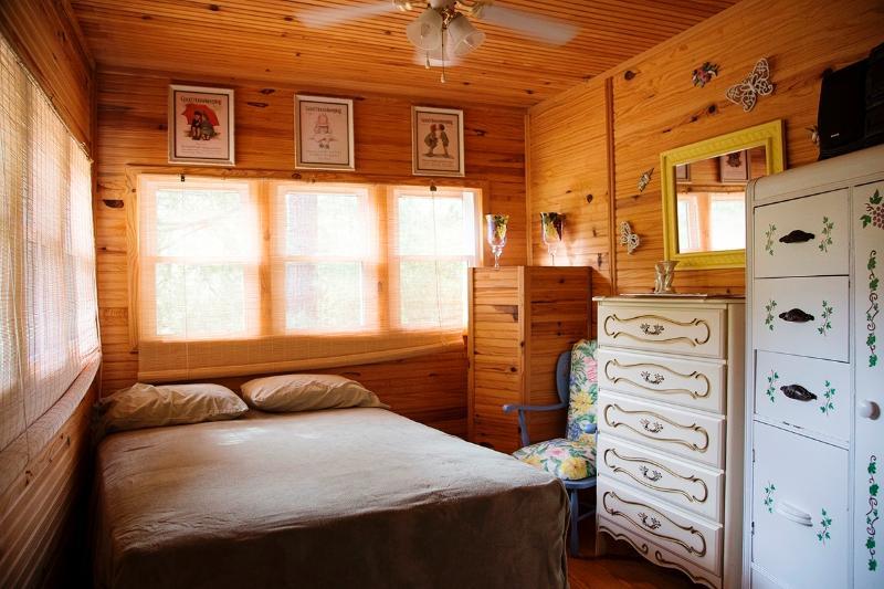 2 dormitorios con cama de tamaño completo/regular