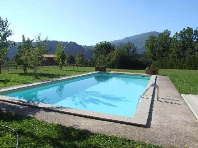 Pool with country views and mountai backdrop!