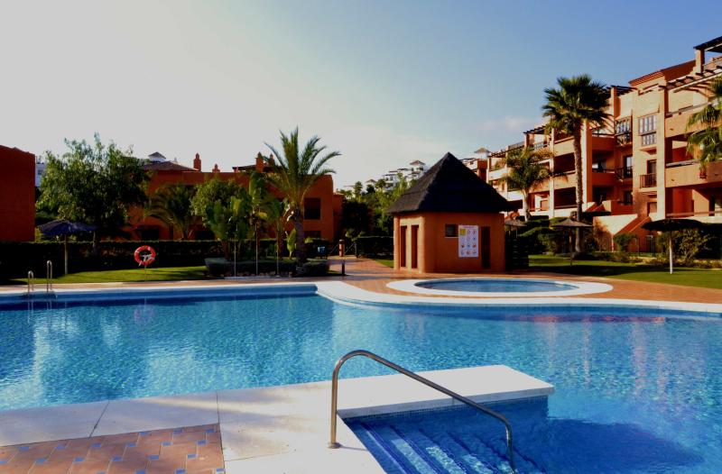 Spacious duplex penthouse,several pools,near golf, holiday rental in Benahavis