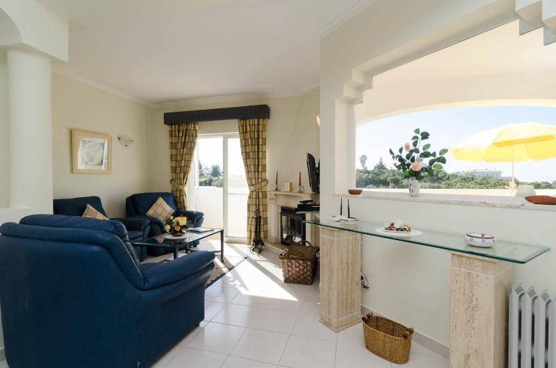 2 Bedroom Duplex Apartment Vale do Milho Carvoeiro, holiday rental in Benagil
