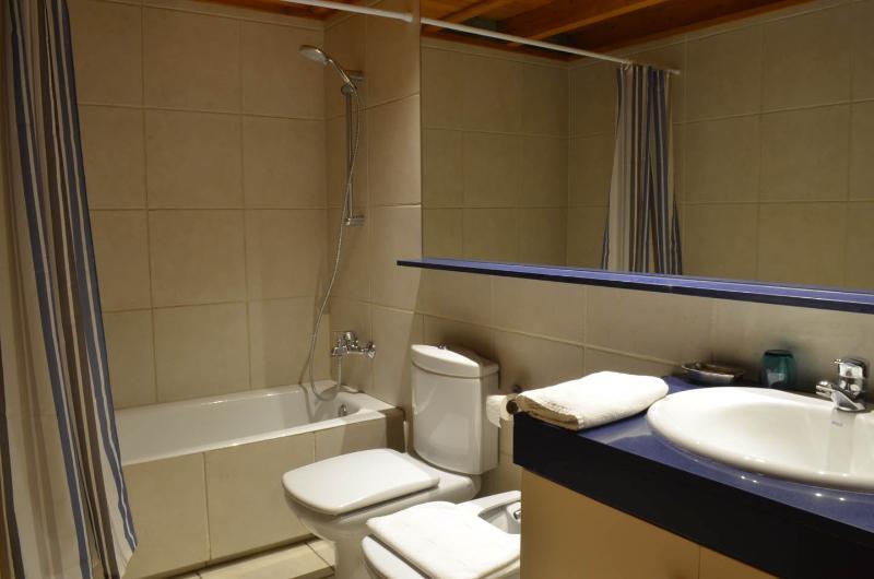 Baño completo con wc, lavabo, bidé y bañera