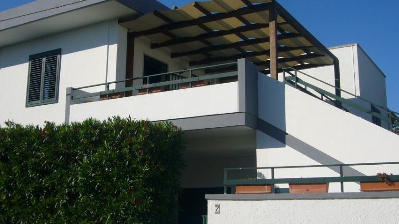 Veranda con ingresso principale