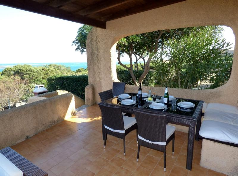 Villa Vista 80mt from beach free Wifi, Air-con, holiday rental in Stintino
