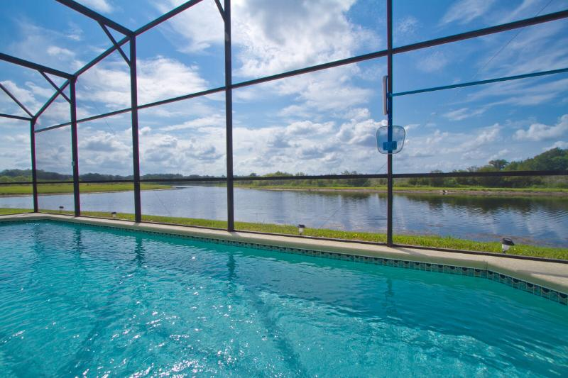Minutes to Disney, Pristine Kissimmee Lake Front, Private Pool in Villa Sol, vacation rental in Saint Cloud