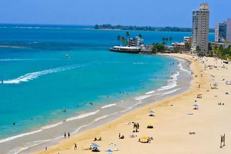 mijl van beutifull strand en wit zand op steenworp afstand van het appartement