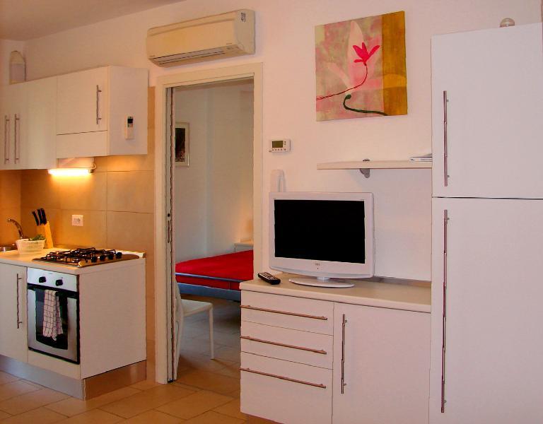 Residenza Argento bilocale C a due passi dal mare, vacation rental in Peglio