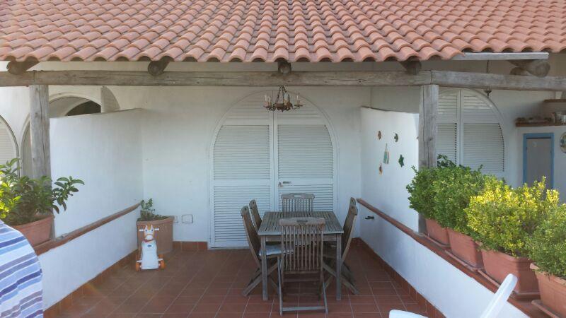 Villa a schiera con ampio terrazzo panoramico, holiday rental in Barano d'Ischia