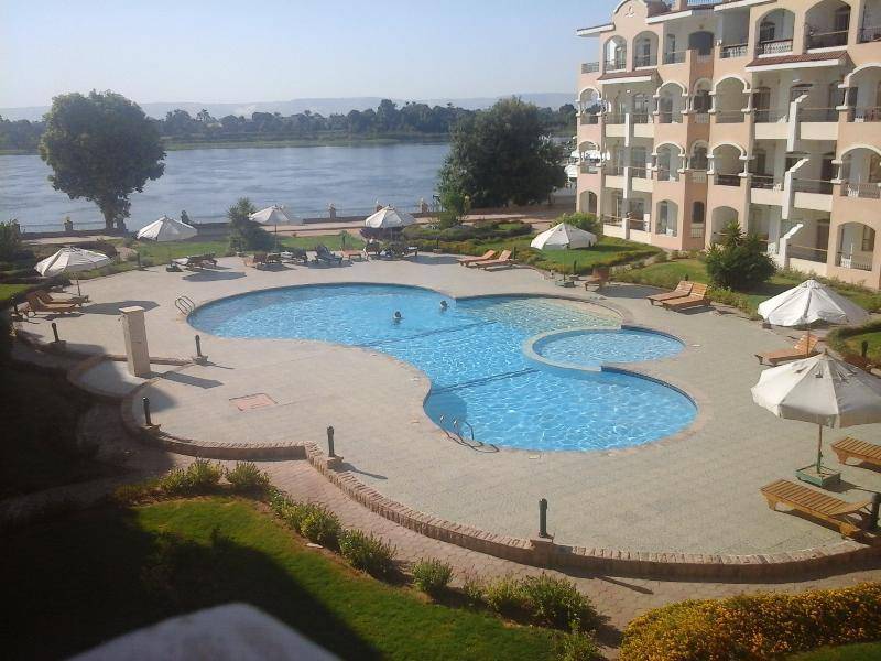 Stunning 2-bed Apartment with River Nile Views, holiday rental in Luxor