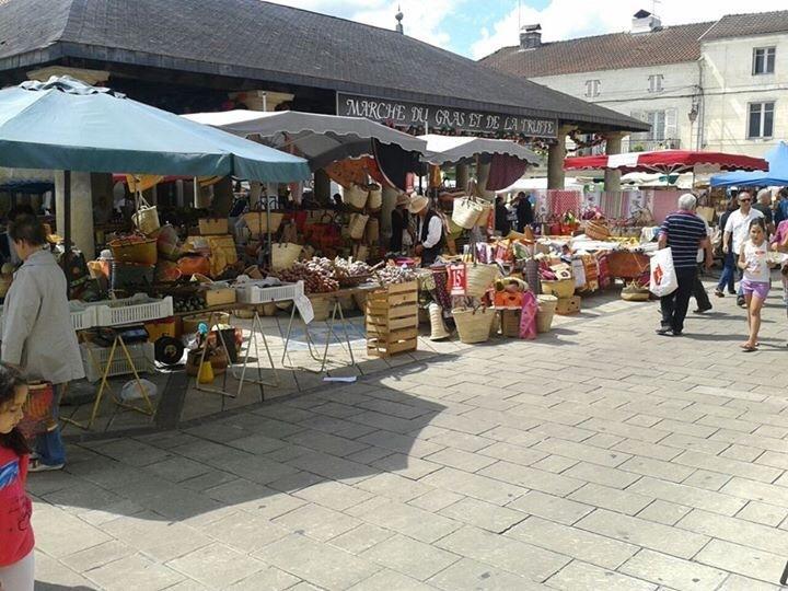 Mercado del viernes por la mañana en Vergt