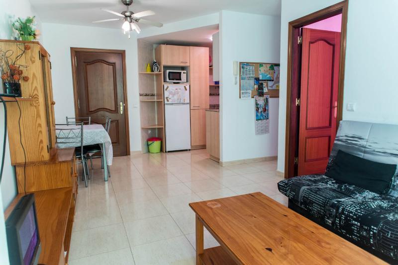 Apartamento a 700 m de la playa - Capital Isla WIFI - FK, holiday rental in Tetir