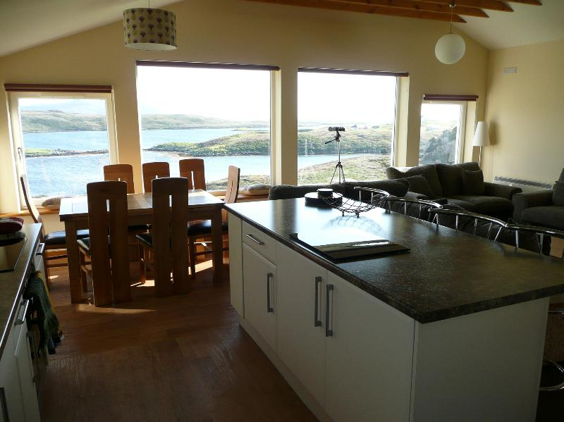 Loch Portain House - modern, stunnng sea views; very comfortable., holiday rental in North Uist