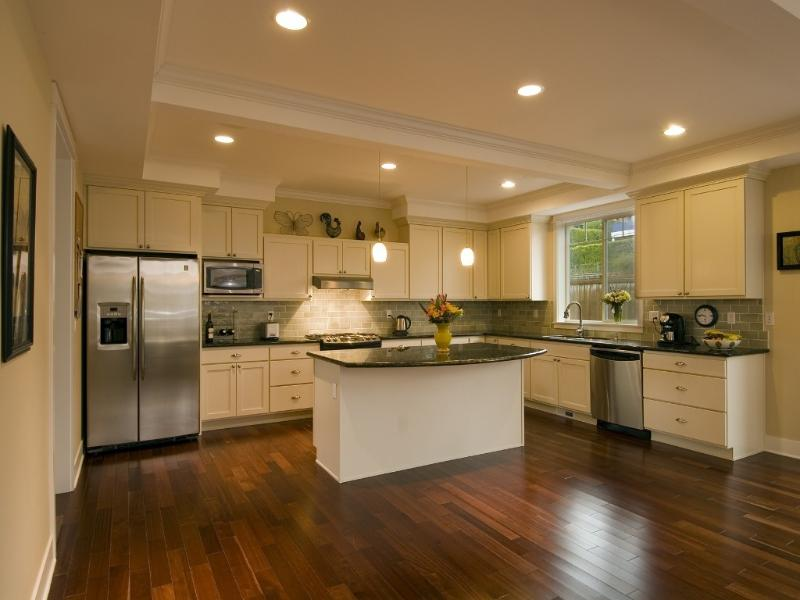 Spacious kitchen & family room