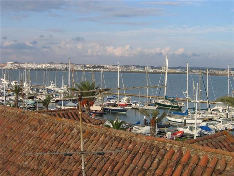 Apartment in front of the Marina/Guadiana river, holiday rental in Vila Real de Santo Antonio