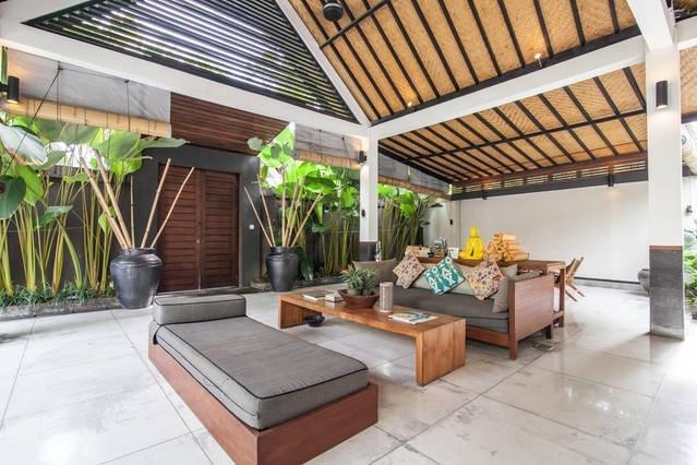 Extra spacious living pavilion