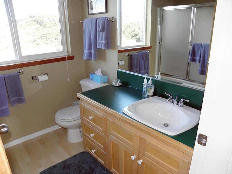 Maggie's main bathroom has plenty of space.