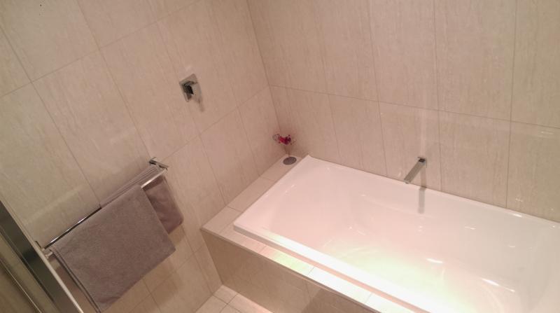 main bathroom servicing 2nd bedroom