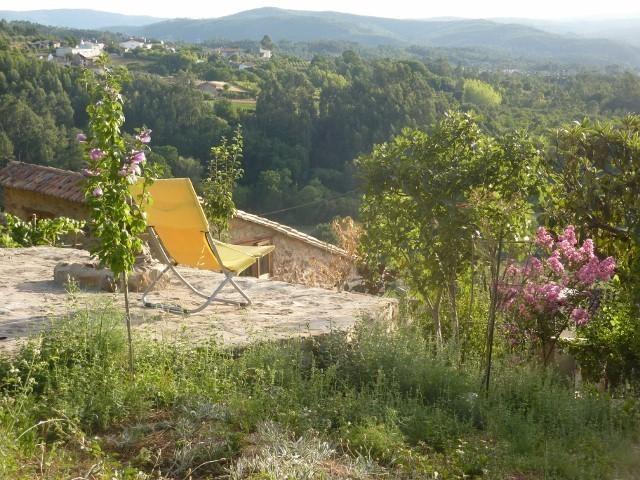 Dorpshuis dichtbij kust, bos en stad, vacation rental in Vila Facaia