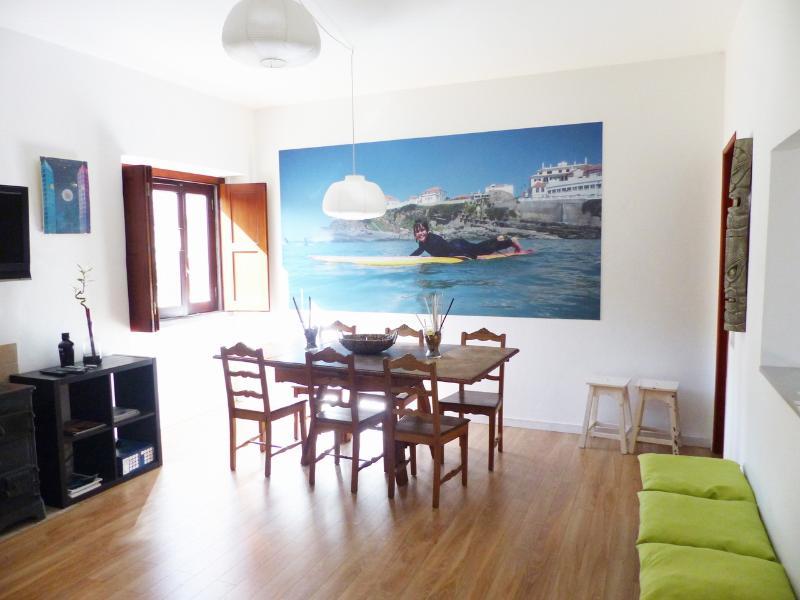 Wohn-/Esszimmer mit TV und Wi-Fi