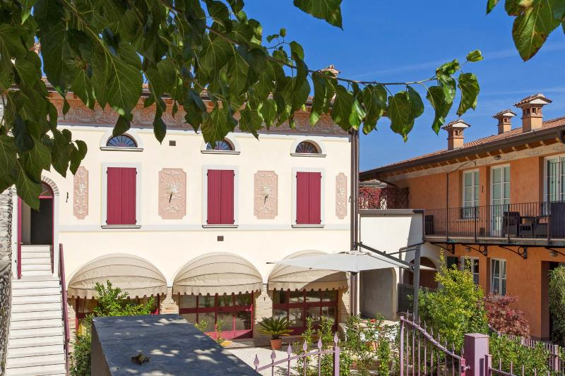 VILLA VENEZIA ENTRANCE WITH 2 PRIVATE PARKING PLACE IN FRONT