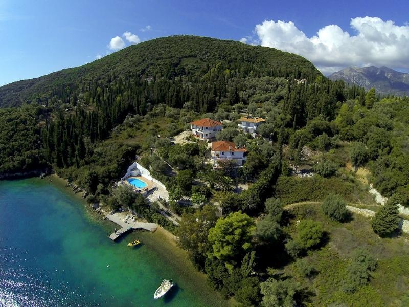 Exquisite Seafront House Orange, location de vacances à Spartochori