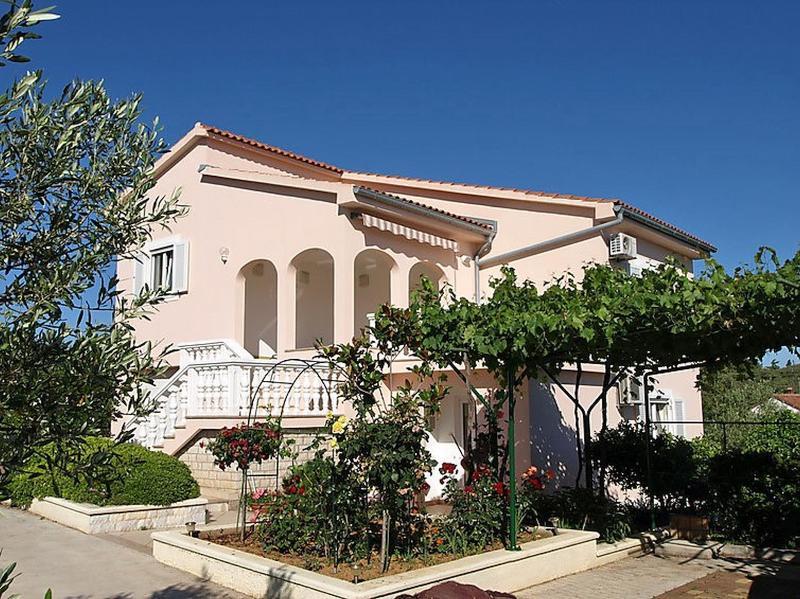 Island Ugljan apartment (Dalmatia Zadar region), casa vacanza a Ugljan Island